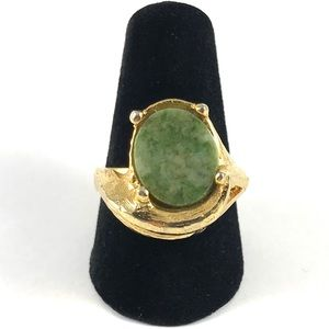 Stunning Vintage Gold Tone Green Jade Ring Size 8